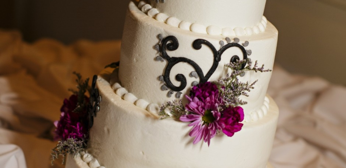 The elegant wedding cake
